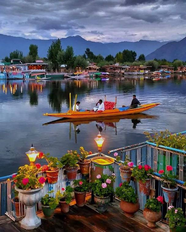 Kashmir tour from pune