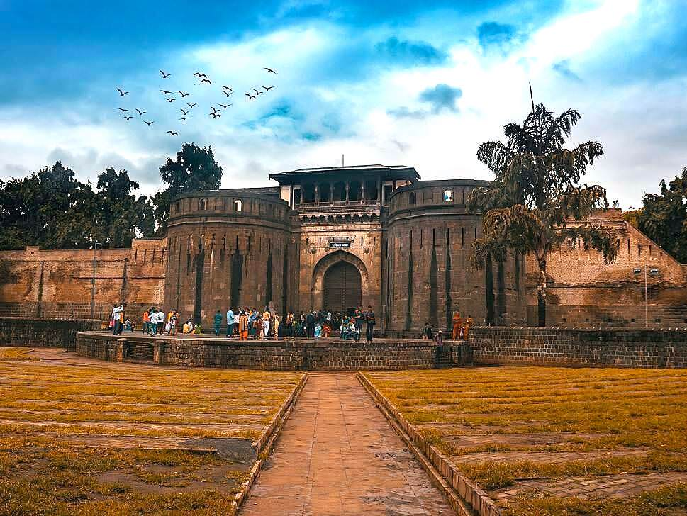 Car rental in Pune to Shaniwar Wada