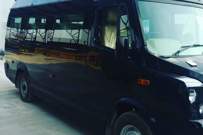 Tempo Traveller 17 seater